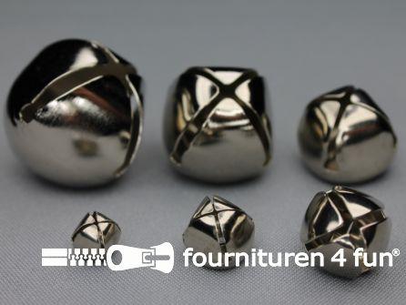 Belletjes 17mm zilver 8 stuks