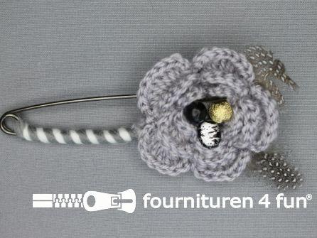 Kiltspeld corsage 60mm bloem grijs