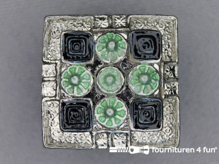 Strass stenen knoop 22mm vierkant zilver - groen