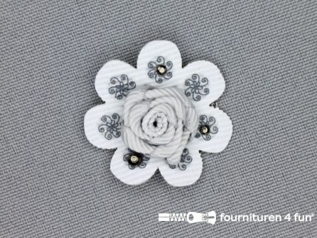 Brocante applicatie 30x30mm bloem licht grijs - zilver
