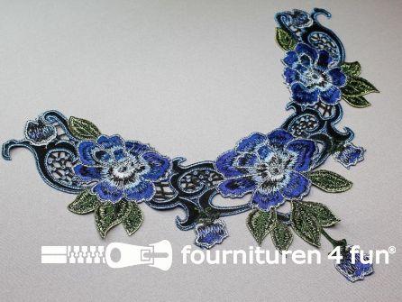 Opzet stuk voor hals / kraag  330x280mm bloem blauw