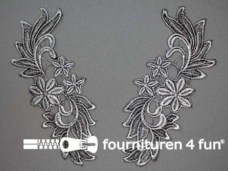 Opzet stuk voor hals / kraag  zwart zilver bloem 200x75mm per paar
