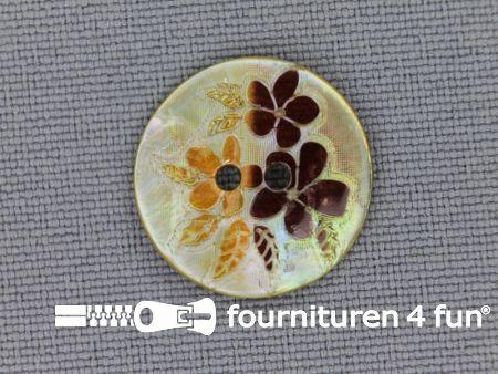 Parelmoer knoop 17mm bloemen bruin